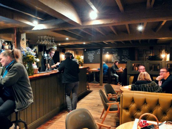 The Three Locks Pub: bar