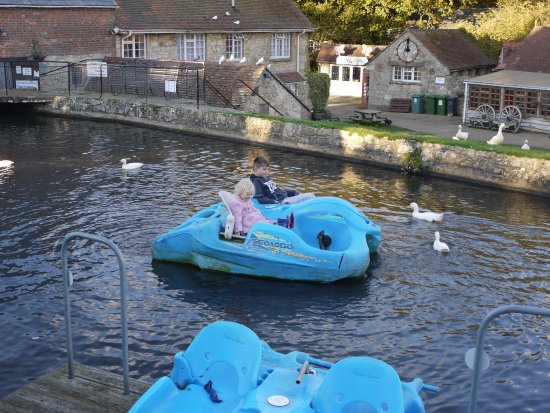 Calbourne, UK: On the blue boat!