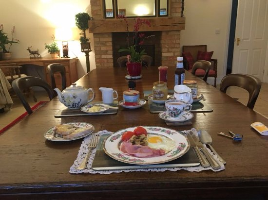 Hall Farm B&B: Breakfast. Cereals and fresh orange juice also available.