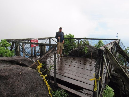 Victoria, Seychelles: meu pai, no deck no topo