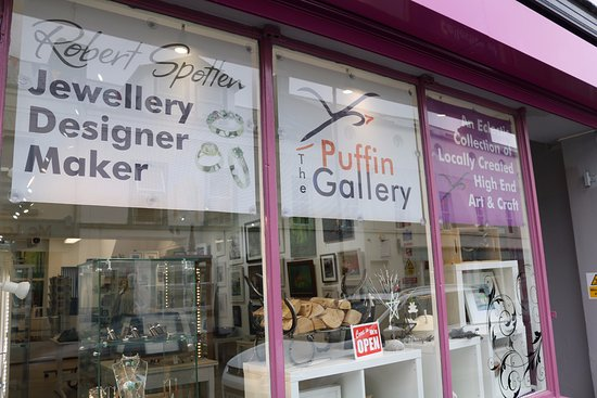 The Puffin Gallery: A social enterprise to help professional artists sell their work and to organise community event