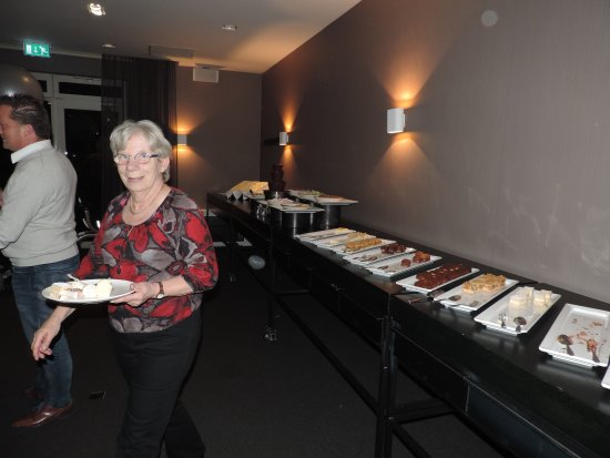Lekker eten en drinken in Van Der Valk Hotel Volendam, Wagenweg 1.  1145 PW Volendam-Katwoude