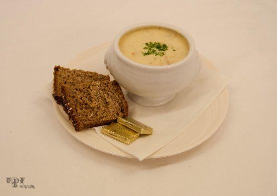 Clonbur, Ierland: Fairhill House Hotel *** Award Winning Seafood Chowder