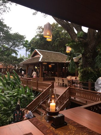 The Dhara Dhevi Chiang Mai: We had the best dinner and show here.