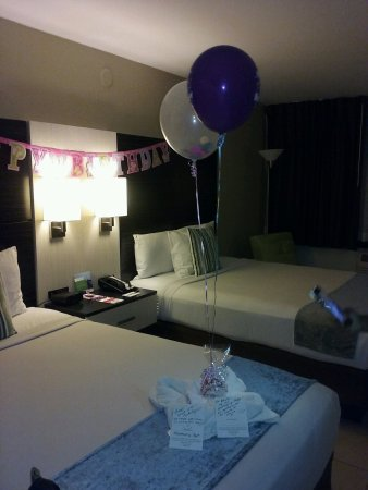 Park Inn by Radisson Resort & Conference Center Orlando: They put a nice B-day amenity