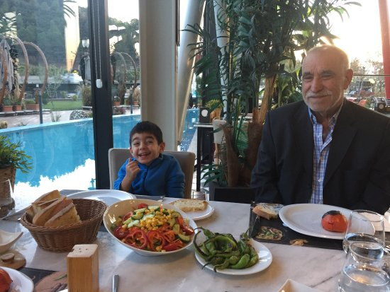 Salihli, Turquia: Konya izmir hattinda guzel bir yemek molasi mekani
