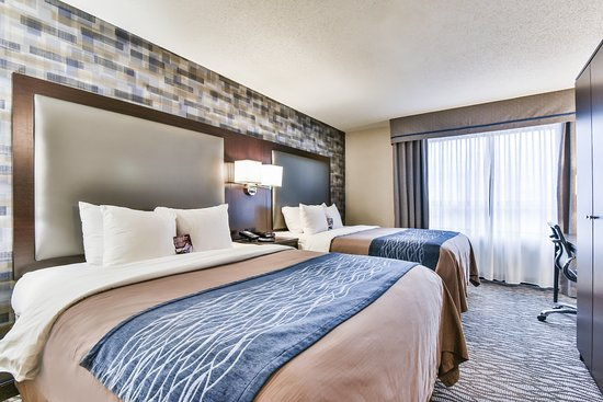Pointe Claire, Kanada: Room with two queen beds