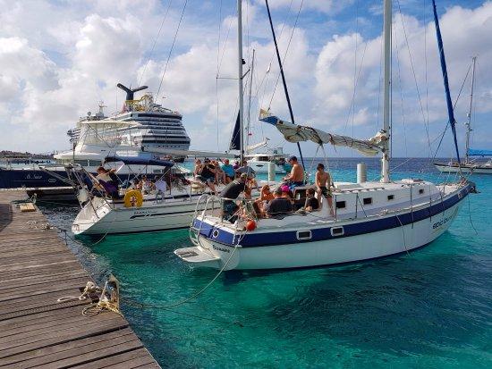 Kralendijk, Bonaire: Happy cruise ship guests starting for a 3-hours sail & snorkel tour with Epic Tours Bonaire