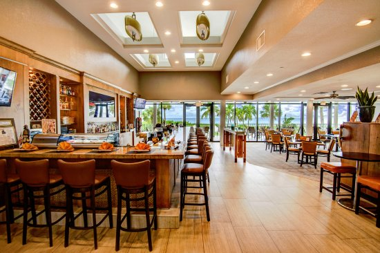 Sundial Beach Resort & Spa: Sea Breeze Cafe serves breakfast, lunch & dinner with a daily Happy Hour and panoramic views.
