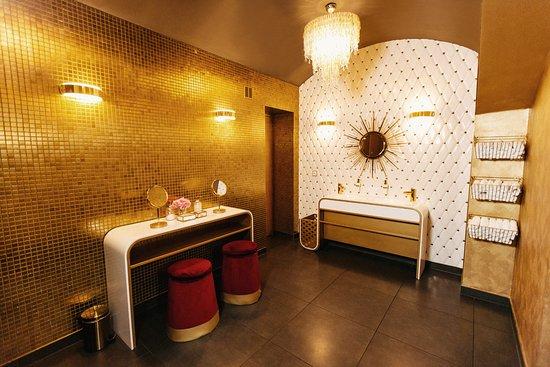 Ladies Nightclub   Nemas Zac: Ladies Bathroom