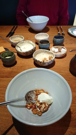 Eglwys Fach, UK : Breakfast. Muesli and yogurt.
