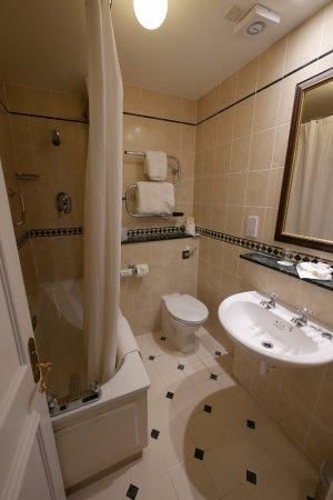 The White Hart : Bathroom