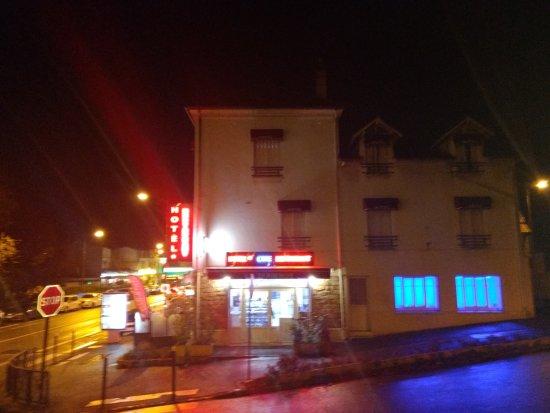 Avon, France: Hôtel by night
