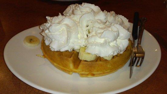 Wyomissing, Pensylwania: Waffles/bananas/whipped cream