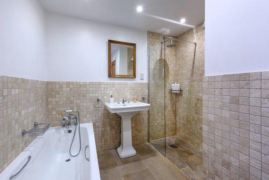 Ardgay, UK: Bathroom in cottage Ghillie's Rest
