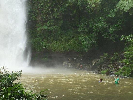 วานูอาเลวู, ฟิจิ: Hiking and waterfalls