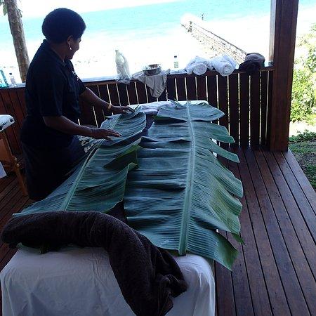 Vanua Levu, Fiyi: Banana wrap spa day
