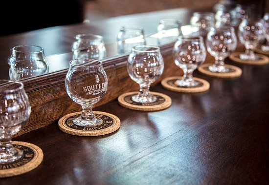 Statesville, Северная Каролина: Custom Engraved Tasting Glasses