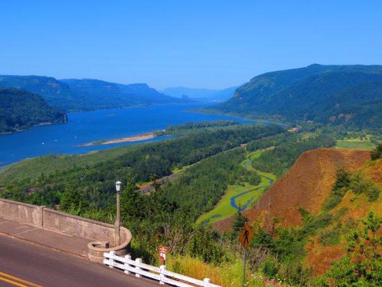 Columbia River Highway: Columbia River.