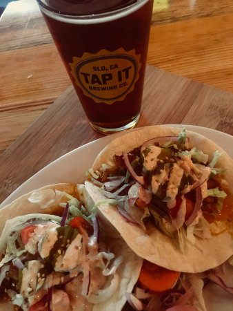 Placerville, CA: Taco Tuesday - Cold beers and an awesome taco selection