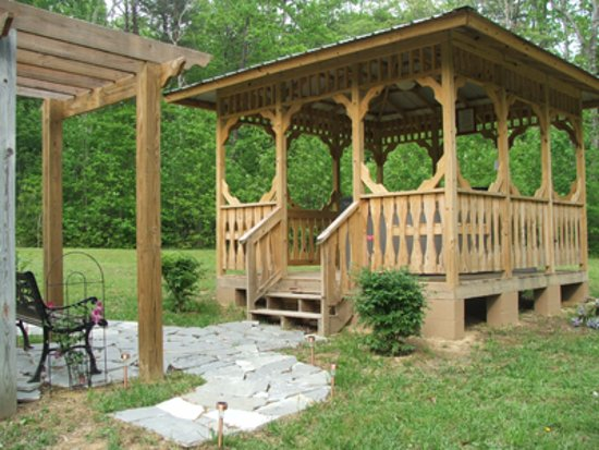 Spencer, TN: Common area hot tub for 4 smaller cabins or private hot tub for Davidson House