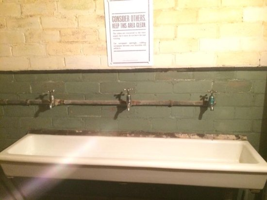 Stockport, UK: Washing troughs