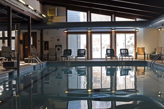 Madison, Нью-Гэмпшир: Indoor pool in The Mill building at Purity Spring Resort