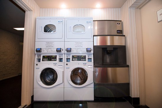 Fullerton, CA: Guest Laundry Facility