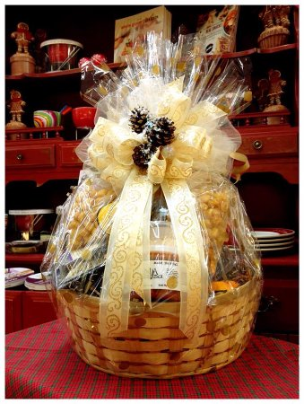 Sisters, OR: Custom made baskets perfect for a hostess or holiday gift!