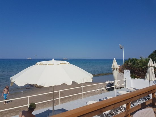 Thomas Elena Beach Bar