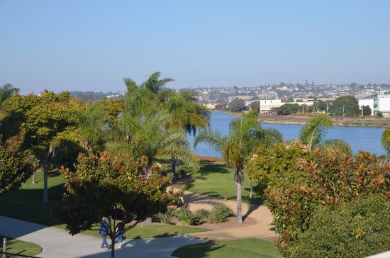 Homewood Suites by Hilton San Diego Airport - Liberty Station: Walking path