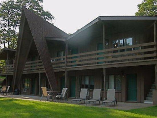 อีเกิลริเวอร์, วิสคอนซิน: A-Frame Building Facing Voyageur Lake