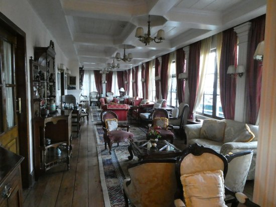 The Elgin, Darjeeling: The lounge offering a lovely tea