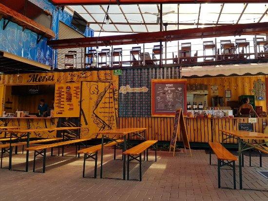 Santa Ana, Costa Rica: Container Platz