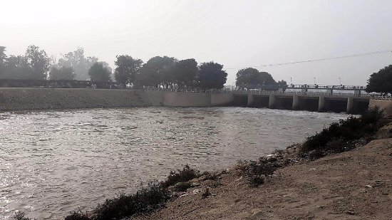Bahawalpur, Pakistan: Canal system originating from headworks at Panjnad