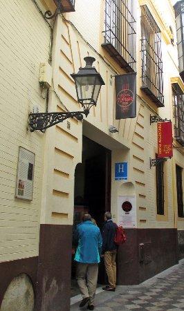Hotel Alcantara: entrance to the hotel