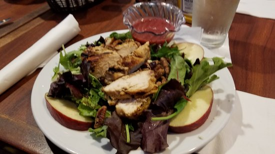 North Fort Myers, FL: Heron's Nest Salad with grilled chicken