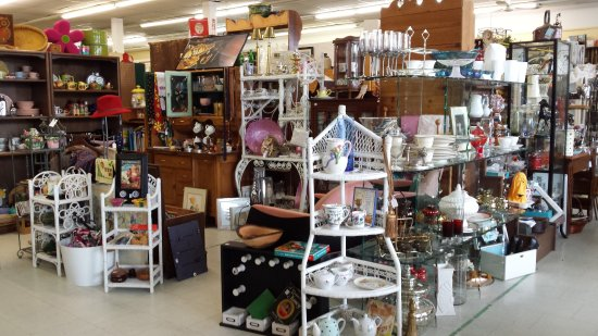 Port Perry, Canadá: Antiques, primitives, collectibles, sports memorabilia, military, furniture, cottage decor, art