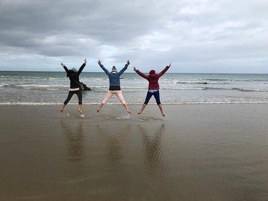 Kaka Point, นิวซีแลนด์: Right across point cafe kaka beach..you may get reflection pics