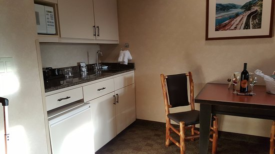 Heathman Lodge: Room 408 kitchenette