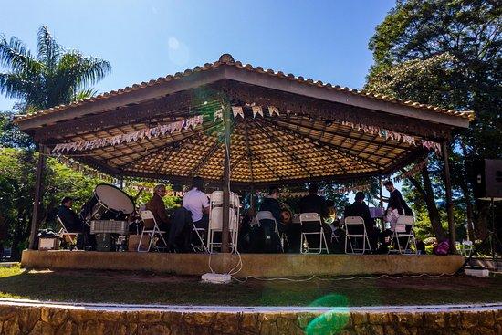 Coreto da Praça Anchieta de Itapeva com a apresentação da Lira Itapevense.