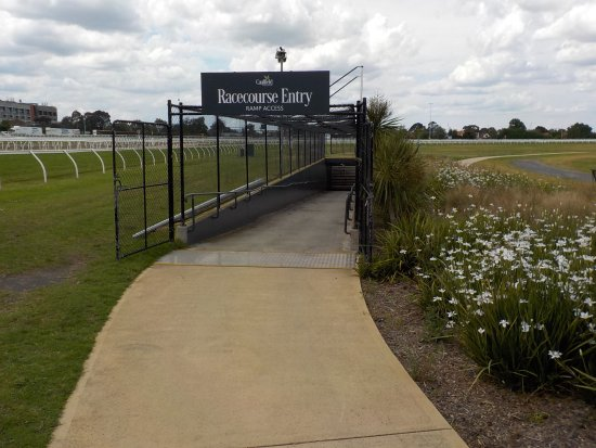 Caulfield, ออสเตรเลีย: Entry to Guineas Tunnel from Reserve