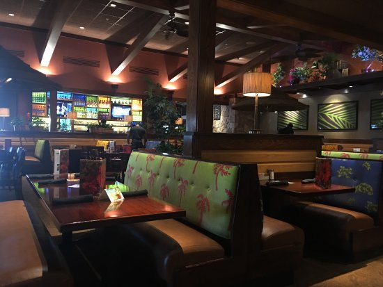 ปารามูส์, นิวเจอร์ซีย์: View from my table and my half order of chicken wings with habenero sauce