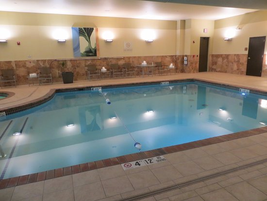 Hilton Promenade at Branson Landing: Hotel pool in north building