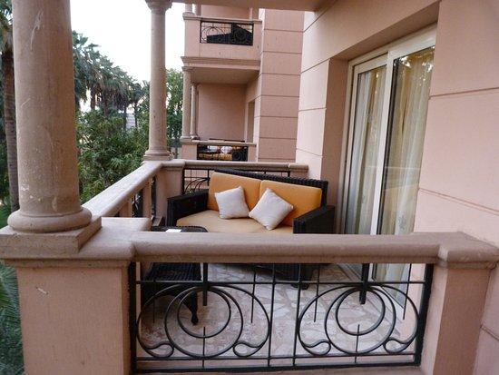 Een Winters Balkon : Balkon van onze kamer. echt een heerlijk zitje met voldoende ruimte