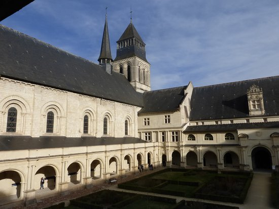 Fontevraud-l'Abbaye, France: The cloisters