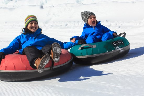 Голден, Канада: Kids will have a blast tubing at Kicking Horse Mountain Resort.