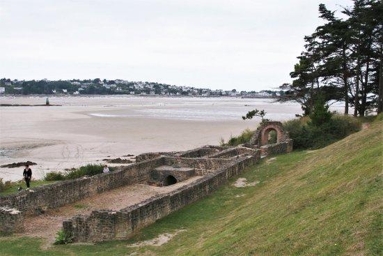 Plestin les Greves, Francia: Thermes Gallo-Romains de Hogolo | Plestin-les-Grèves, Bretagne, France