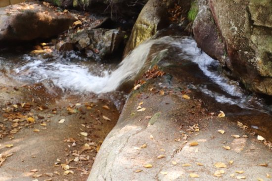 The Basin at Franconia Notch State Park : The water flows well!