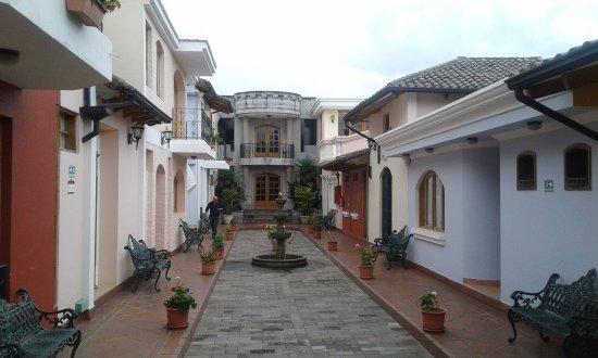 Hosteria Rincon de Puembo: Se trata del sector de habitaciones que ambientan una ciudadela